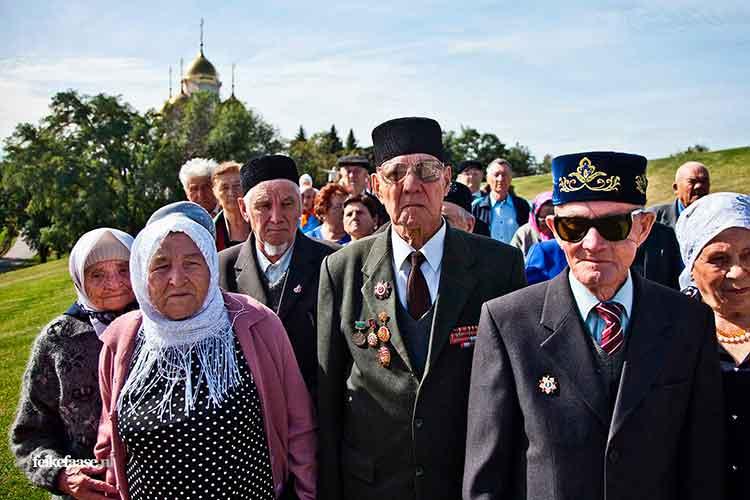 Reisfotografie, Groep veteranen soldaten in Rusland - foto door fotograaf Feike Faase